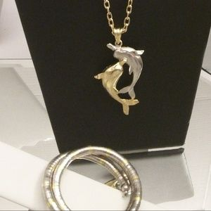 Nwts Dancing dolphins necklace bracelet & earrings